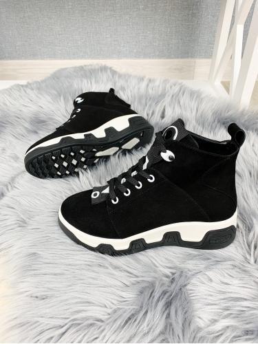 Ботинок Зоряна черный велюр