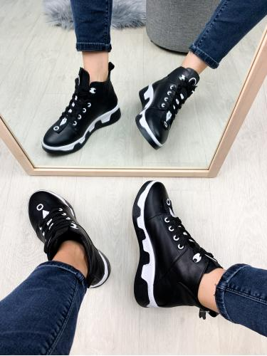 Ботинок Зоряна черная кожа
